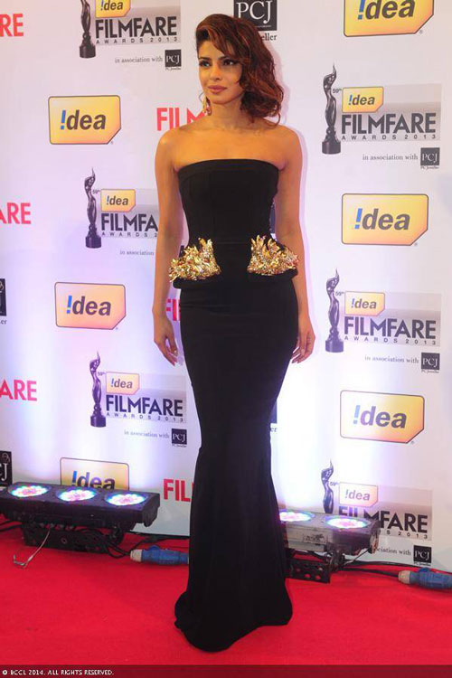 Bollywood-damsel-Priyanka-Chopra-looks-stunning-in-a-black-off-shoulder-gown-as-she-walks-the-red-carpet-at-the-59th-Idea-Filmfare-Awards-2013-held-at-the-Yash-Raj-Studios-in-Mumbai-on-January-24-2014-