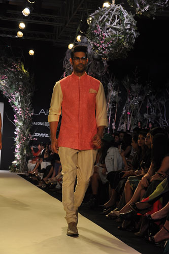 Model in Manish Malhotra 10