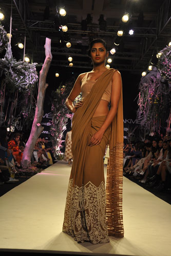 Model in Manish Malhotra 13
