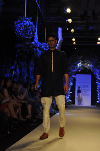 Model in Manish Malhotra 2