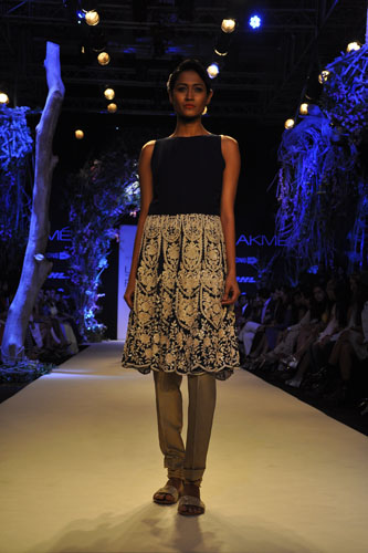 Model in Manish Malhotra 3