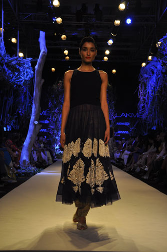 Model in Manish Malhotra 4