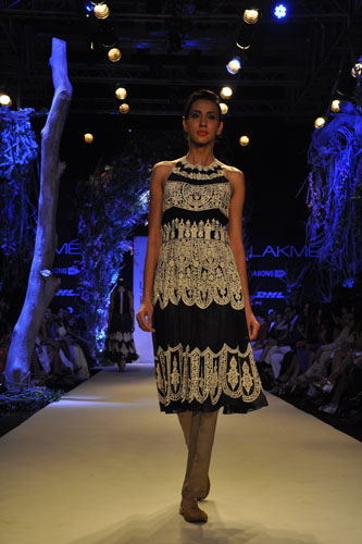 Model in Manish Malhotra 5