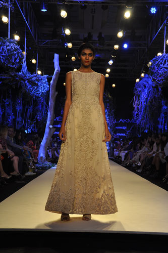 Model in Manish Malhotra 6