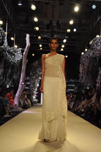 Model in Manish Malhotra 7
