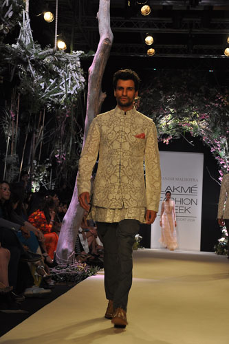Model in Manish Malhotra 8