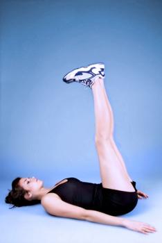 Fitness_Woman-Abs-Leg-Lift_01_300x350