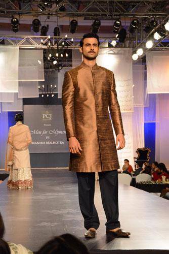 Model in Manish Malhotra's creation02