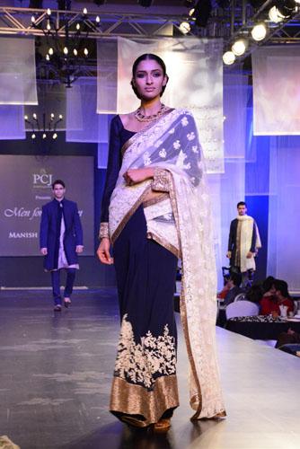 Model in Manish Malhotra's creation05