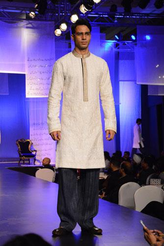 Model in Manish Malhotra's creation2