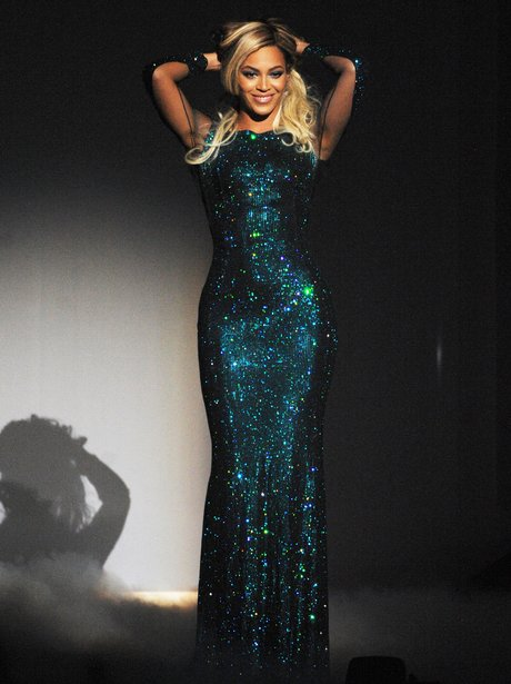 beyonce-brit-awards-2014-live-1392845265-view-2