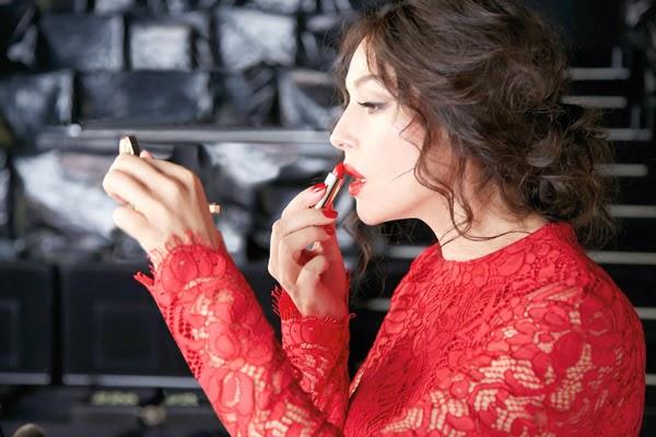 dolce-and-gabbana-monica-bellucci-make-up-classic-cream-lipstick-ad-campaign-backstage-13