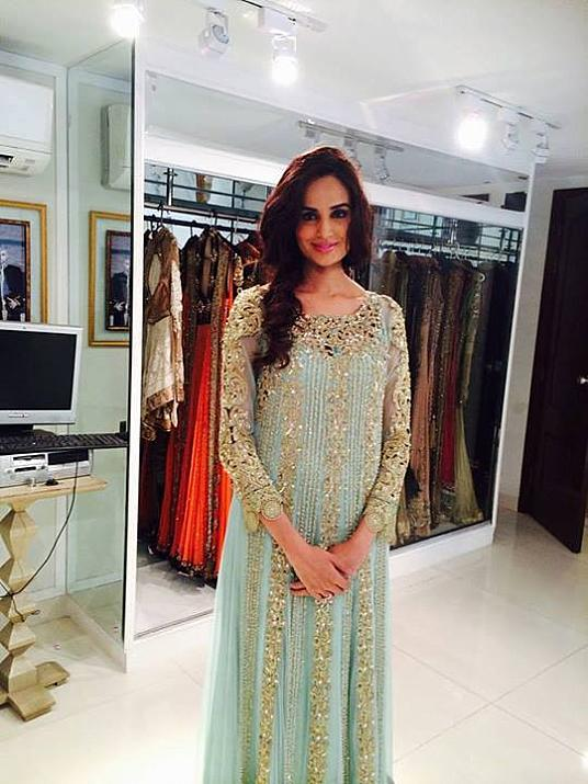 Beautiful Mehreen Syed's recent Click after becoming mommy