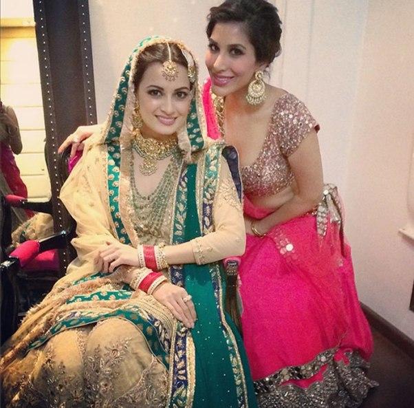 Sophie-Choudry-in-Pink-Lehenga-Choli-at-Dia-Mirza-Sahil-Sangha-Wedding