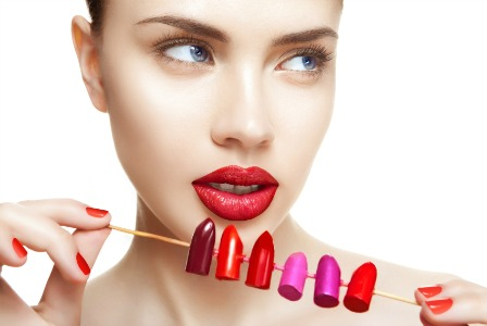 woman-finds-lipstick-that-lasts