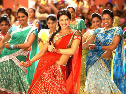 Dance-sequence-by-Priyanka-Chopra--in-Agneepath