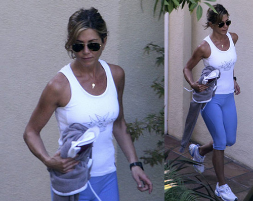 Photos-Jennifer-Aniston-Looking-Perfectly-Toned-Leaving-Gym-LA