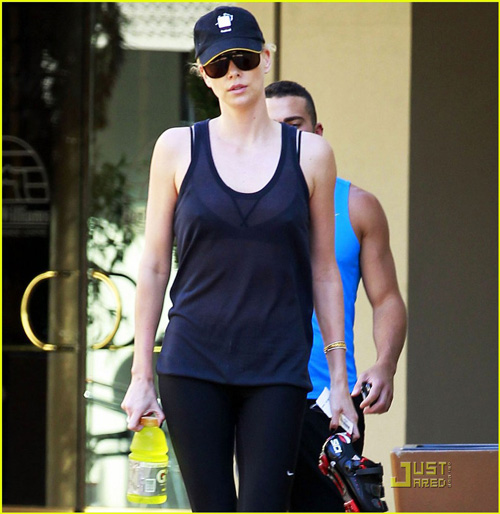 charlize-theron-gym-time-05
